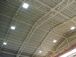 工場の天井照明に、高天井照明を納入しました